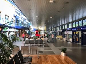 Die Halle am Flughafen von São Miguel