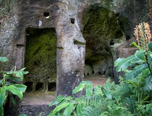 Alte Höhlen und schon wieder heiße Quellen